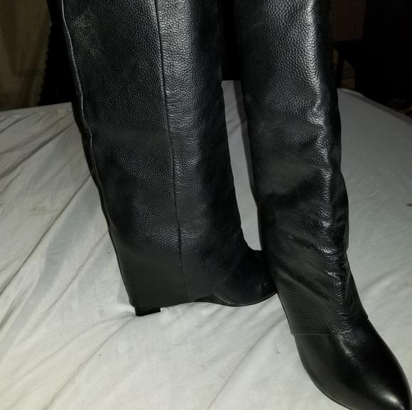 Shark Lock black leather
